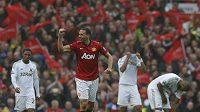Obránce Rio Ferdinand z Manchesteru United v utkání se Swansea.