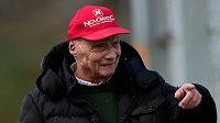 Bývalý pilot formule 1 Niki Lauda při testech v Barceloně.