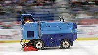 Začátek zápasu utkání 38. kola hokejové extraligy mezi HC Vítkovice Ridera a HC Bílí Tygři Liberec se zpozdil o 30 minut kvůli poruše rolby.