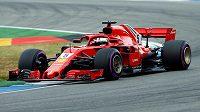 Z prvního místa do nedělní Velké ceny Německa formule 1 odstartuje domácí Sebastian Vettel.
