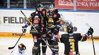 Hokejisté Litvínova Richard Jarůšek a Aaron Irving se radují z gólu proti Spartě.