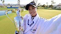 Thajská golfistka Patty Tavatanakitová v akci na turnaji ANA Inspirations v Rancho Mirage.