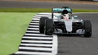 Lewis Hamilton při tréninku na Velkou cenu Británie formule 1