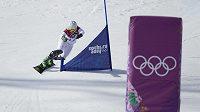 Česká snowboardistka Ester Ledecká na trati paralelního slalomu.