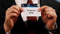 AS Řím - losovací lístek v rukou Andreje Ševčenka.