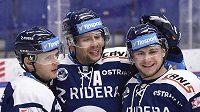 Hokejisté Vítkovic se radují z gólu. Zleva Jan Schleiss, autor branky Jan Hruška a Petr Fridrich.