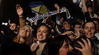 Nadšení fanoušci v ulicích Sarajeva.