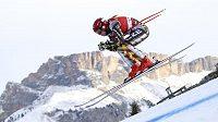 Česká lyžařka Ester Ledecká v akci při tréninku na sjezd Světového poháru ve Val Gardeně.