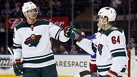 Eric Staal (12) a Mikael Granlund (64) z Minnesoty.
