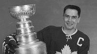 Legendární kanadský hokejista George Armstrong
