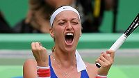 Petra Kvitová se raduje z vítězství nad Dánkou Caroline Wozniackou na olympijském turnaji v Riu.