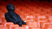 Španělský fotbalový klub Valencia CF nechal ve svém hledišti umístit sochu věrného fanouška, který léta navštěvoval ochozy stadionu Mestalla, přestože byl slepý.
