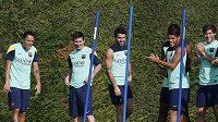 Lionel Messi (druhý zleva) na pátečním tréninku Barcelony.