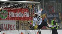 Na gól Marka Matějovského se jablonecký brankář Roman Valeš jen podíval.