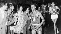 Se startovním číslem 11 si Abebe Bikila doběhl pro své první olympijské zlato.