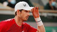 Brit Andy Murray na snímku z utkání se Švýcarem Stanem Wawrinkou při loňském French Open.