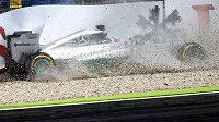 Havárie Lewise Hamiltona v kvalifikaci na GP Německa.
