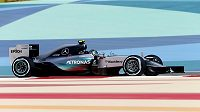 Nico Rosberg z Mercedesu během tréninku na VC Bahrajnu vozů formule 1.