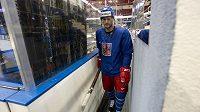 Obránce Michal Jordán přichází 10. května v hale Čižovka v Minsku na trénink české reprezentace.