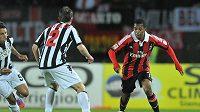 Brazilský útočník Robinho (vpravo) v dresu AC Milán.