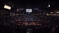 Minuta ticha před utkáním basketbalové NBA mezi San Antoniem a Philadelphii 76ers.