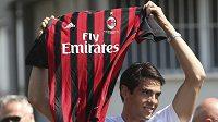 Ricardo Kaká už s novým dresem AC Milán.