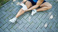 Největší kloub v lidském těle může běžce dosti potrápit.