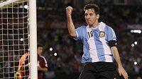 Lionel Messi obdaroval papeže svým dresem.