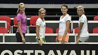 České tenistky se připravují na semifinále Fed Cupu s Itálií. Zleva Petra Kvitová, Klára Koukalová, Lucie Šafářová a Andrea Hlaváčková.