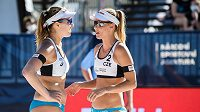 Beachvolejbalistky Barbora Hermannová a Markéta Nausch Sluková během zápasu s Tanja Hüberli a Nina Betschart ze Švýcarska v osmifinále třetího ročníku turnaje J&T Banka Ostrava Beach Open 2021.