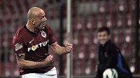 Útočník Sparty Roman Bednář se raduje z gólu.