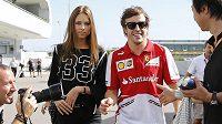 Fernando Alonso vzal na Velkou cenu Japonska i svou přítelkyni Dašu Kapustinovou.