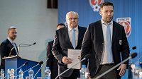 Šéf LFA Dušan Svoboda (vpředu) věří, že se obě nejvyšší soutěže dohrají.