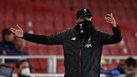 Nespokojený manažer Liverpoolu Jürgen Klopp během utkání Premier League.