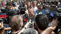 Michael Rasmussen sice přijel na Tour de France jako novinář, sám je však žádaným respondentem.