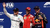 Němec Sebastian Vettel z Ferrari vyhrál kvalifikaci na Velkou cenu Kanady formule 1. Druhý nejrychlejší byl Valtteri Bottas s Mercedesem (vlevo), třetí pak monopost Red Bull pilotovaný Maxem Verstappenem.