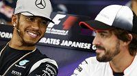 Piloti F1 Lewis Hamilton (vlevo) a Fernando Alonso na předzávodní tiskové konferenci.