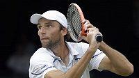 Ivo Karlovič po tříměsíční nucené pauze postoupil na turnaji v Newportu do čtvrtfinále.