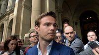 Giedo van der Garde opouští soudní budovu v Melbourne. Ve sporu s týmem Sauber uspěl.