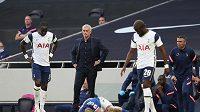 Trenér fotbalistů Tottenhamu José Mourinho nebyl spokojený s výkonem svých svěřenců, výhrady měl i k rozhodčím.