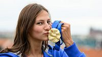Plavkyně Barbora Seemanová se zlatou medailí z ME 2021 v Budapešti.