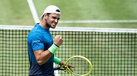 Italský tenista Matteo Berrettini na travnatém turnaji v německém Stuttgartu.