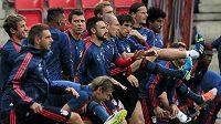 Fotbalisty Bayernu Mnichov těší, že to do Plzně nemají daleko.