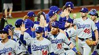 Basebalisté Los Angeles Dodgers se radují z výhry nad Tampou Bay v 5. zápase finále MLB.