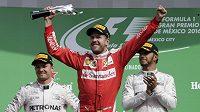Němec Sebastian Vettel ze stáje Ferrari se sice z třetího místa radoval, oficiálně však nakonec skončil až pátý.