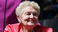 Tenisový svět zasáhla smutná zpráva. Angela Buxtonová, bývalá britská tenistka a deblová partnerka Althey Gibsonové, jíž v roce 1956 pomohla získat jako první hráčce tmavé pleti grandslamový titul, zemřela ve věku 85 let.