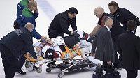 Brad Richardson z Arizony v péči lékařů. Po srážce s Nikitou Tryjamkinem z Vancouveru byl převezen do nemocnice.