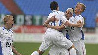 Fotbalisté Baníku Ostrava se radují z třetího gólu, který vstřlili Slovanu Liberec.
