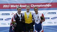 Bronzová Mirka Knapková (vpravo), vedle ní zlatá Australanka Kim Crowová a vlevo stříbrná Emma Twiggová z Nového Zélandu.