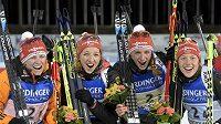 Vítězná německá štafeta. Zleva Franziska Hildebrandová, Franziska Preussová, Vanessa Hinzová a Laura Dahlmeierová.